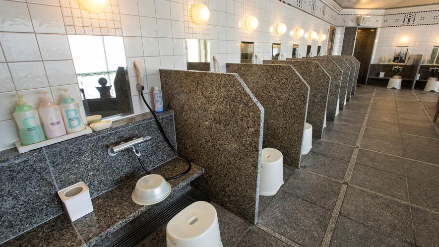 14階天然温泉「カルロビ・バリ・スパ」(月に一度休館日あり)