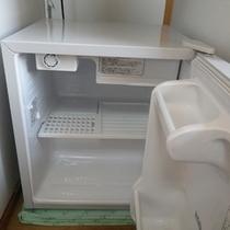 *【客室設備】当館の隣がコンビニ!買い出したものは冷蔵庫でしっかり保存できます!