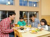 家族で夕食バイキング2