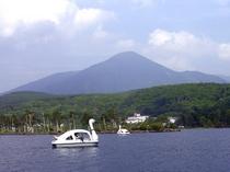 スワンボートと蓼科山