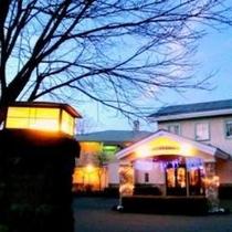 フロント建物冬夜