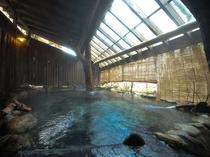 ●渓流沿い露天風呂/夜間は貸切風呂としてもご利用可能です