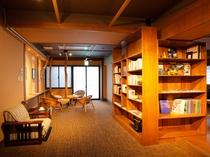 ●ライブラリーラウンジ セルフで挽きたての珈琲や紅茶などが楽しめます。