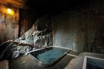 ●千年の湯 天然岩盤自噴の湯 かつては歴代藩公の湯で、そのまま遺る大変貴重なお風呂です。