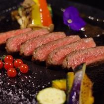 至極の創作会津郷土料理フルコースメイン、上質なサーロインをお好きな焼き加減で提供します