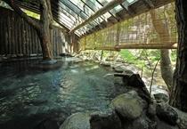 ●渓流沿い露天風呂/夜間は貸切風呂としてもご利用可能です。
