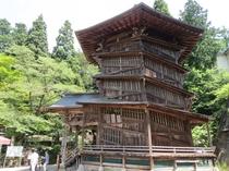 【さざえ堂】世界的にも珍しい二重螺旋の建築。飯盛山の隣にあります。(当館より車で約10分)