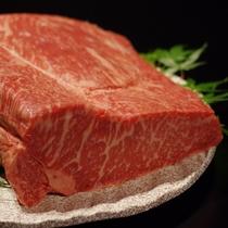 料理長が厳選した上質な霜降りサーロインをステーキで【至極の創作会津郷土料理フルコースメイン】