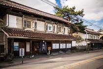 【蔵のまち喜多方】たくさんの蔵が並ぶ古い町並みは散策もおすすめ!(当館より車で約30分)