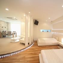 寝室は、シングルベッド2台のほかに、畳間に布団が2枚敷いてあります。