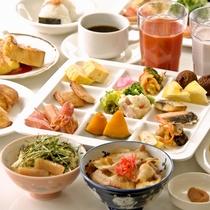 朝から海鮮丼や豚丼、オムレツ、出汁巻きなど和洋50種類以上のメニューを楽しめます
