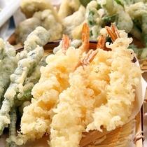 天ぷらコーナー♪海老やたまねぎなど揚げたてサクサク