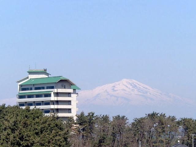 ホテルと鳥海山