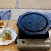 【夕食】溶岩のプレート*焼きながら召し上がっていただきます