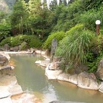 【露天風呂】湯治にもご利用いただける良質の温泉で旅の疲れを癒せます。