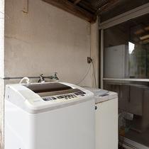 *【施設内設備:洗濯機】長期滞在の方も安心!無料でご利用いただける洗濯機をご用意しております。