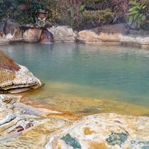 *【露天風呂:女湯】源泉かけ流しの温泉は、24時間利用可能!