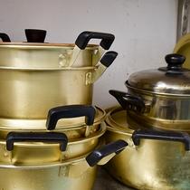 *【施設内設備:炊事場】コンロ、鍋・フライパンもご自由にお使い下さい。
