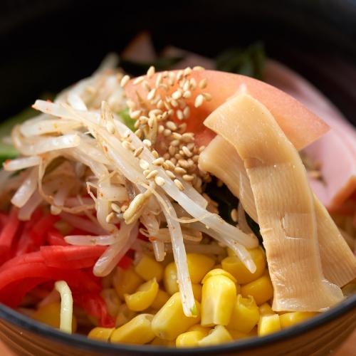 昼食一例/見た目にも味付けにもこだわった一品。味わってお召し上がり下さい。