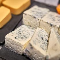 夕食一例/チーズ。お酒のおともに。