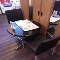 軽食会場椅子新しくなりました。