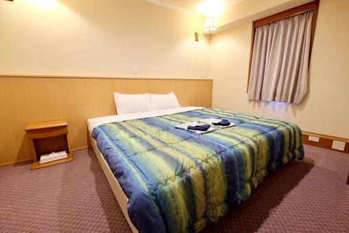 【喫煙】ダブル ベッド幅140cm/33平米