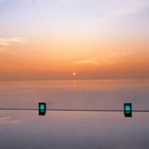 【天宮の雫】海と空と湯が交わるように浸かる露天風呂からの日の出はまさに絶景。