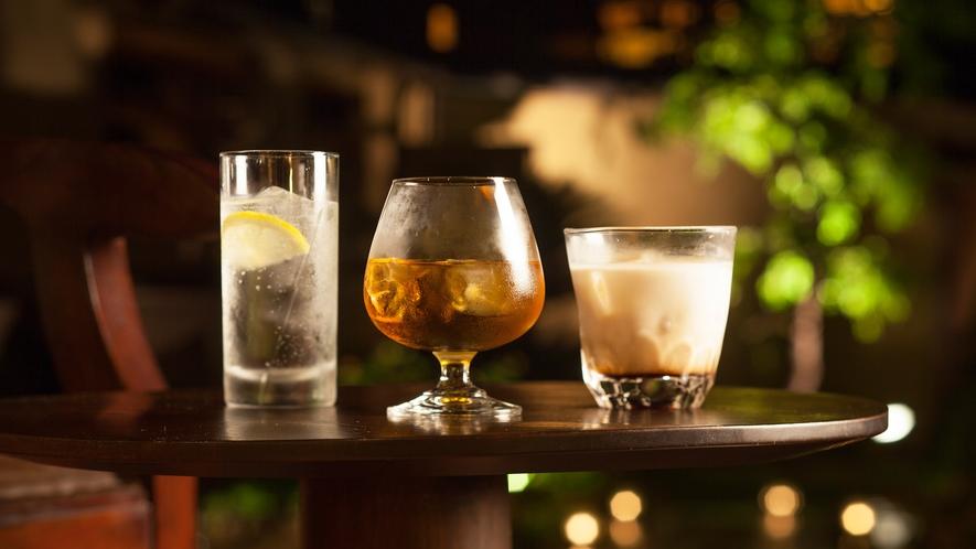 【ガーデンラウンジ】ガーデンラウンジではディジェスティフサービス(食後酒)を無料でご用意。