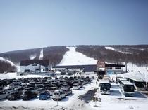 3800台まで収容可能な無料駐車場
