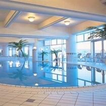 室内プールでエクササイズ!土日祝日に営業。(夏期は毎日営業します)