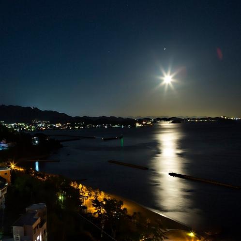 満月に近い日に見られる'ムーンリバー'他では見られない景色です