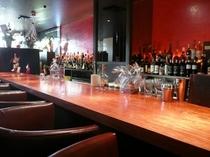 1F BAR 「Salon Bar Thistle」 営業時間 18:00~25:00 無休