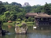 玄宮園と彦根城  国宝天守閣