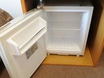 冷蔵庫 中は空になっております