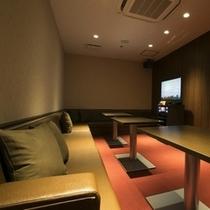 カラオケ Room B
