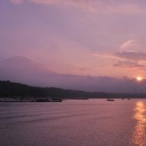 サンセットクルーズ(湖と夕日)