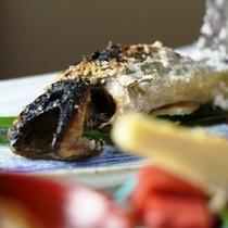 夕食の単品イメージ 岩魚の焼き物