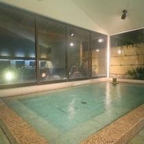 天然温泉100%かけ流しの「月光の湯 内湯」