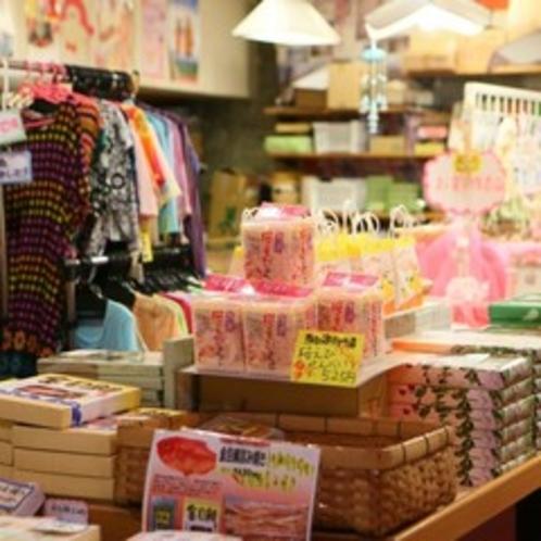 創業以来のたたずまいを残している売店ですが、品ぞろえは意外と豊富なんですよ!
