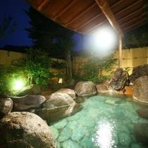 天然温泉100%かけ流しの月光の湯 露天風呂です。