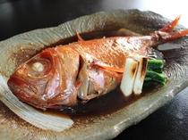 本年よりスタンダードプランには伊豆生地金目の姿煮を、人数により1室1尾~2尾お付けします