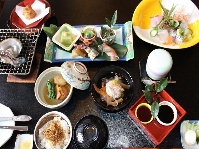 伊豆らしい季節感ある食材をひと手間かけて料理した、とある日のご夕食です。
