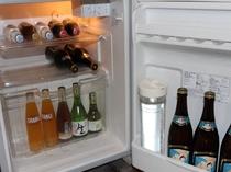 館内の冷蔵庫でお飲みいただいたドリンクのご清算は、チェックアウト時フロントにて承っています。