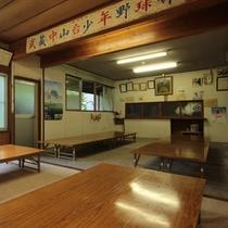 【食堂】窓を開ければ片品村の豊かな自然が広がる、そんな空間でお腹いっぱい召し上がれ!