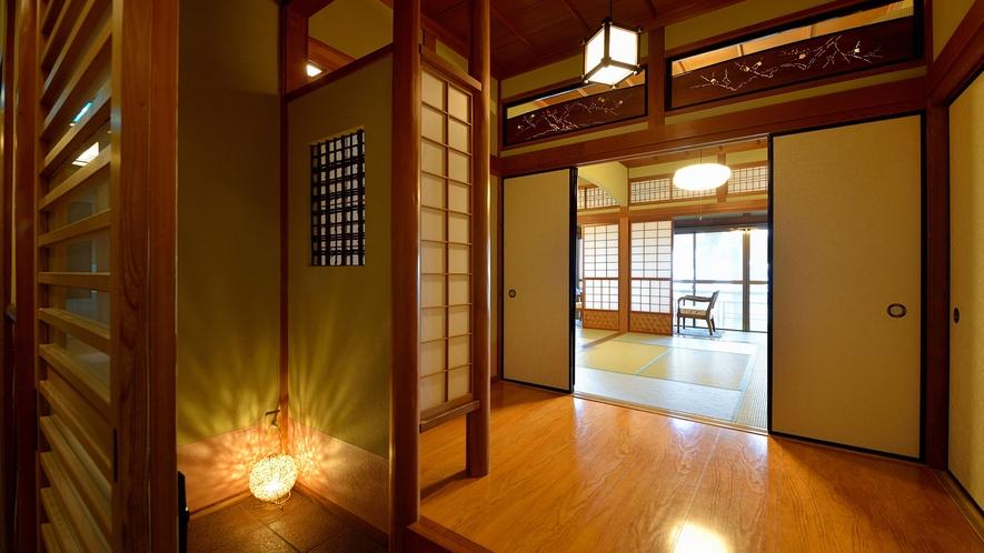 ・数寄屋風客室入口:襖や欄間など純和風の趣き