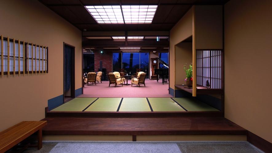 ・玄関:和風旅館の中に洋のインテリアを取り入れたモダンな佇まい