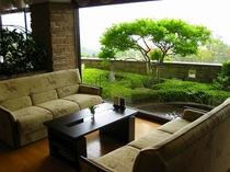1階・緑あふれるコーヒーラウンジ「エルパティオ」自慢の有機栽培コーヒーはこちらで☆