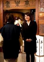 お食事処「寿楽亭」入り口の門