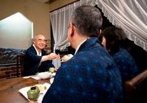 お食事処「寿楽亭」でお酒を楽しむ