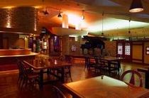お食事処「寿楽亭」フロアーテーブルは中国骨董の戸をリメイク!